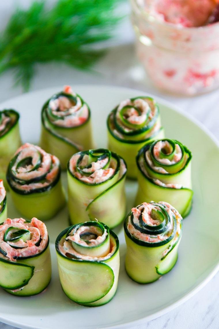 idee per cena con amici involtini cetriolo salmone erbette crema spalmabile