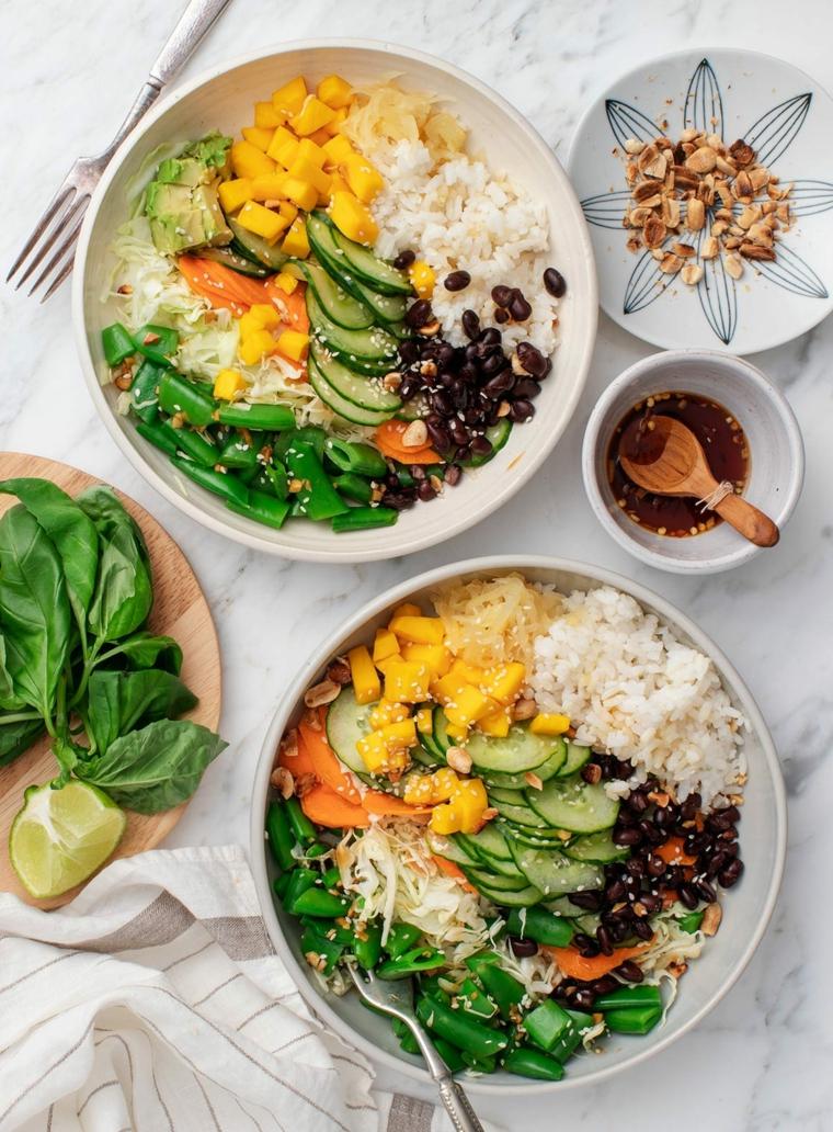 idee per cena veloce e leggera piatto riso bianco controno verdure cetrioli fagioli spinaci limone