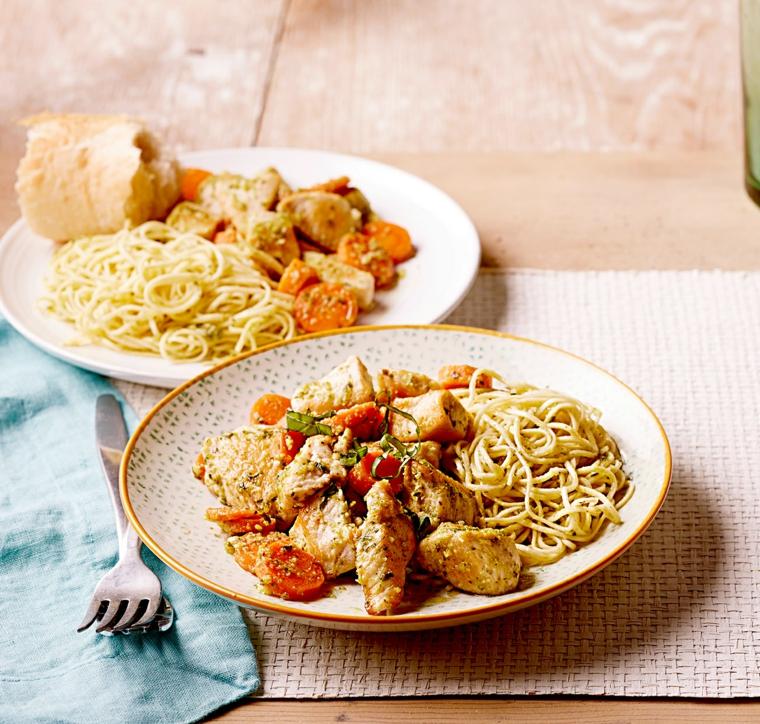 idee per cena veloce e leggera spaghetti bianco pomodoro bocconcini pollo