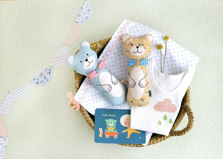 idee regalo per battesimo bimba cesto giocattoli peluche cartolina coperta