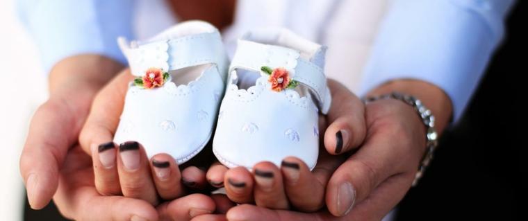 mani uomo donna scarpette bimba cosa regalare al battesimo smalto unghie