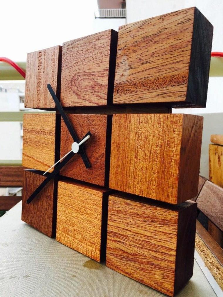 Orologio con cubetti di legno, orologio di legno con lancette
