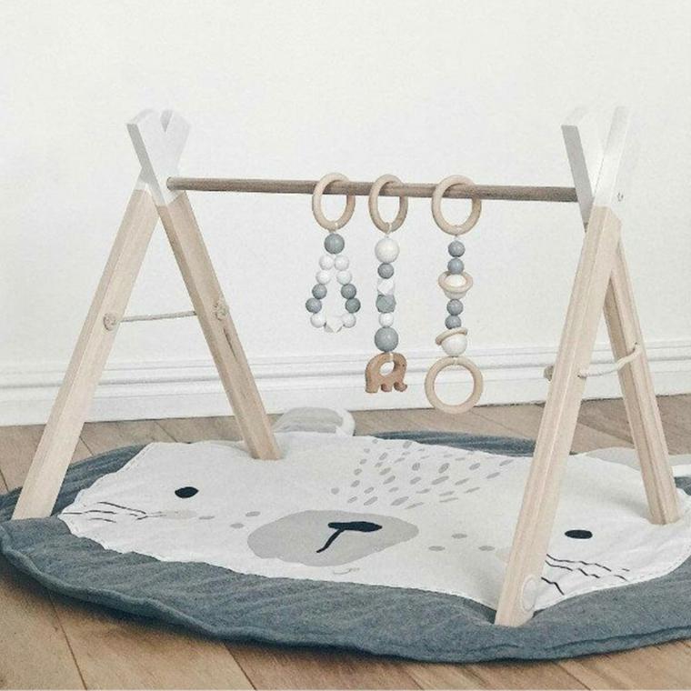 Palestra per bambini di legno con giocatoli, tappetino orsetto per neonati