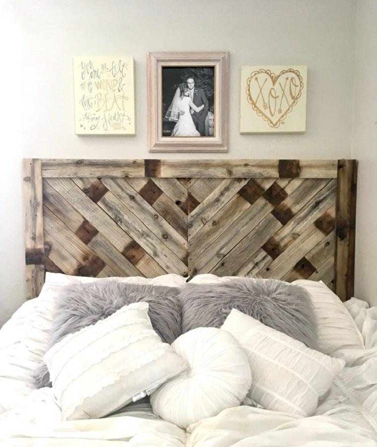 Testiera letto fai da te, camera da letto con testata in pallet, decorazioni parete con foto