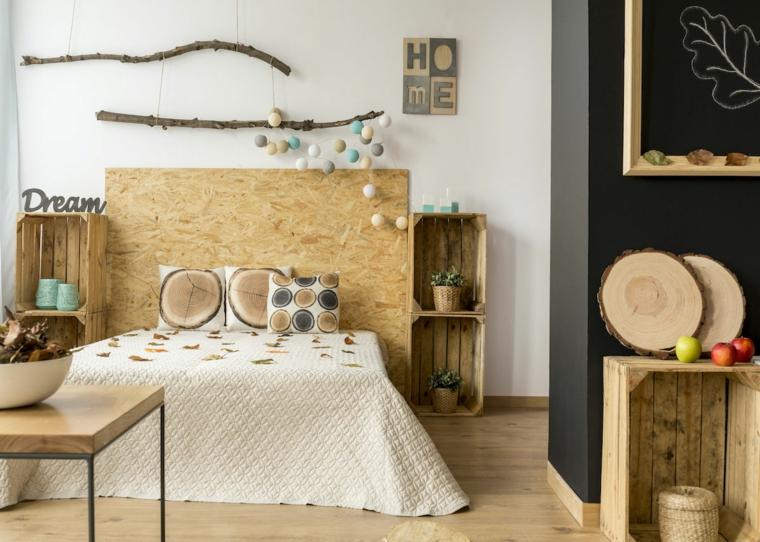 Comodini con cassette di legno, pannello di legno come testata del letto, come rivestire una testata del letto