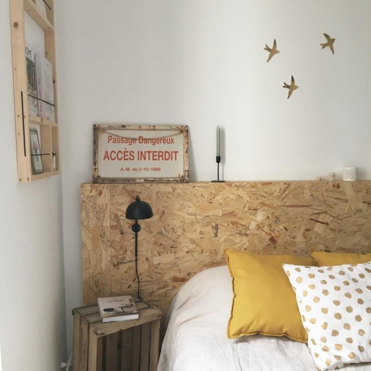 Come decorare la testata del letto, pannello di legno come testiera, cassetta di legno come comodino