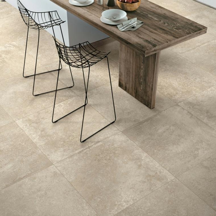 piastrelle quadrate ceramica colore grigio tavolo legno sedie sala da pranzo