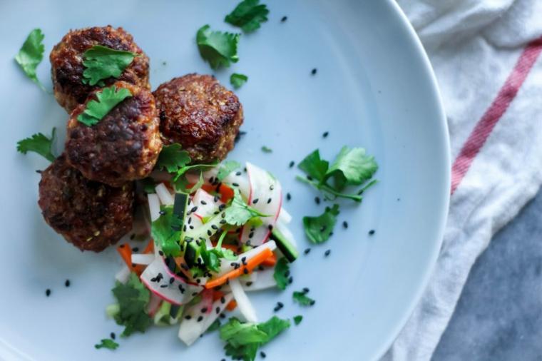 polpette carne secondo piatto cena contorno verdure prezzemolo semi sesamo