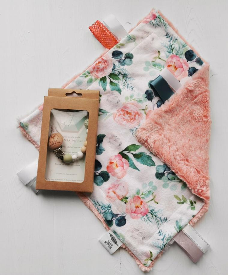 regali originali battesimo coperta giocattolo legno ciondolo cuccio bimba