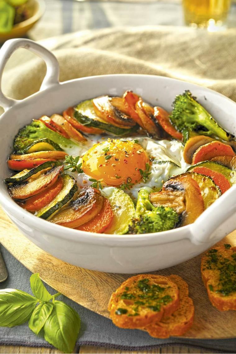 ricette facili e veloci per cena pirofila verdure rondelle uovo bruschette pna pesto foglie basilico