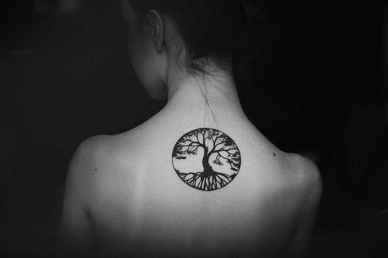 schiena tattoo donna disegno cerchio albero della vita tatuaggi femminili