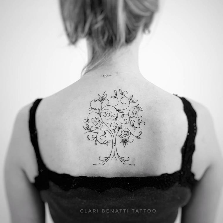 schiena tattoo significato albero della vita tatuaggio capelli legati donna
