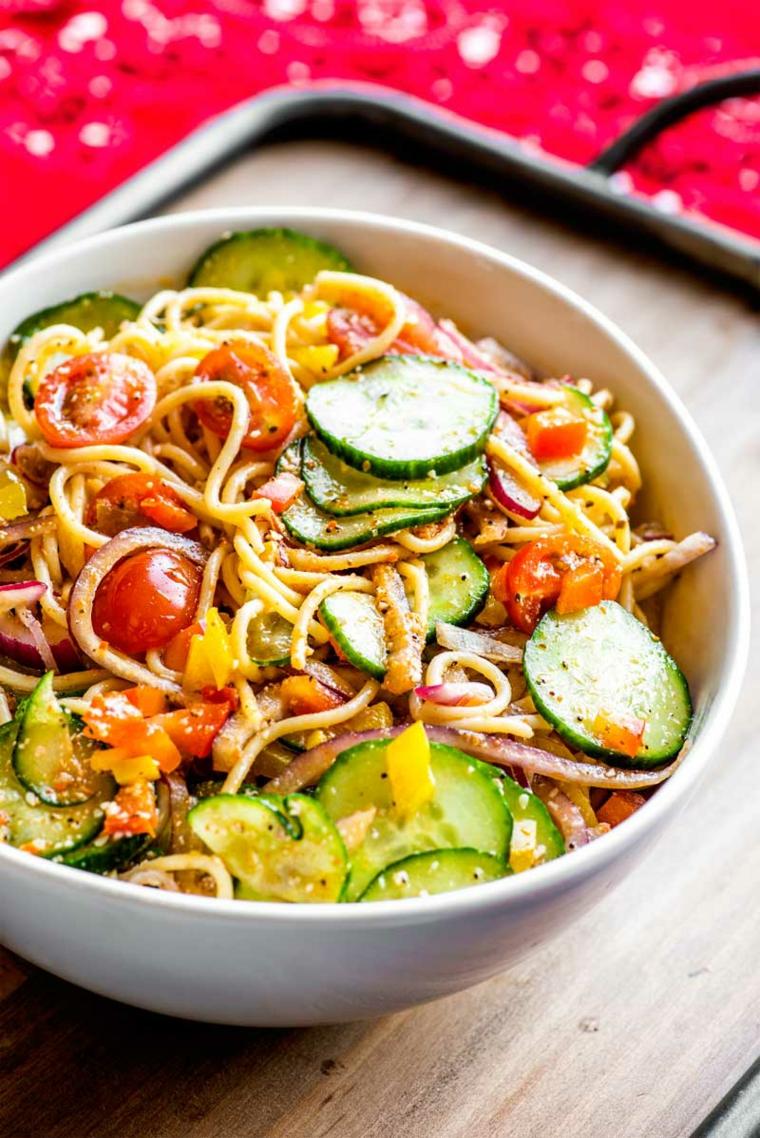 spaghetti pasta insalata apericena aperitivo verdure pomodorini cetriolo salsa pomodoro