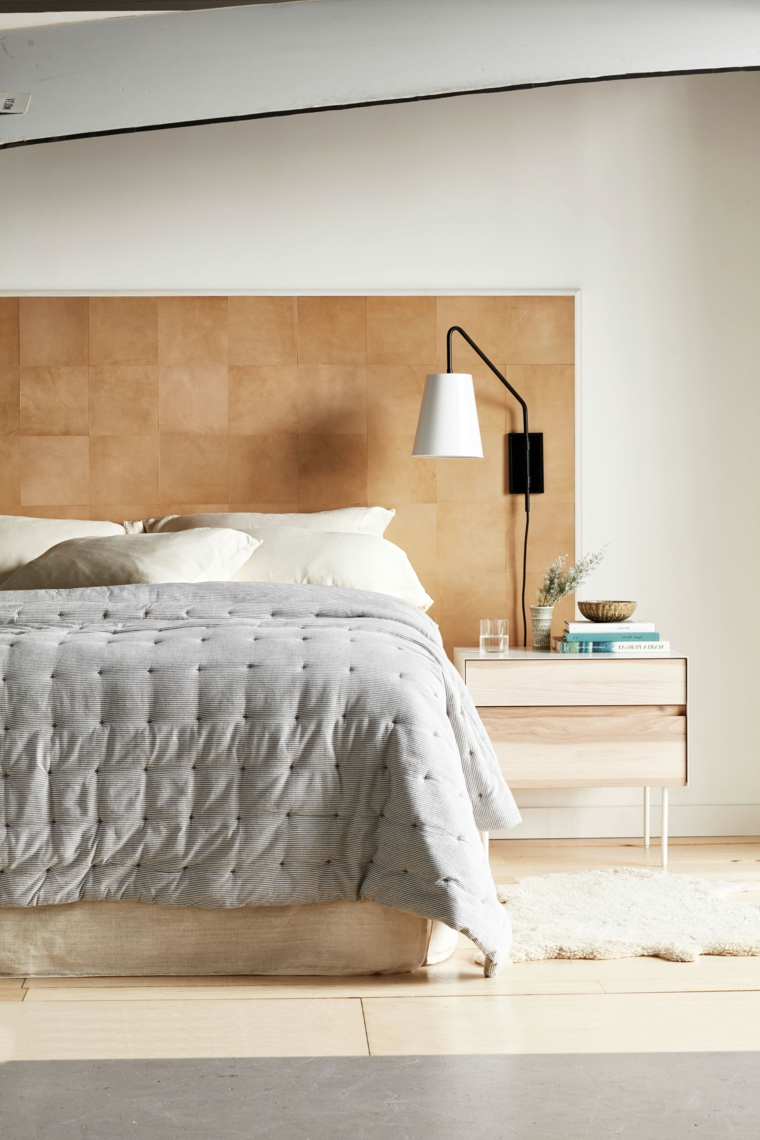 Testiera letto fai da te, letto con testiera in pannello di legno, comodino con due scaffali