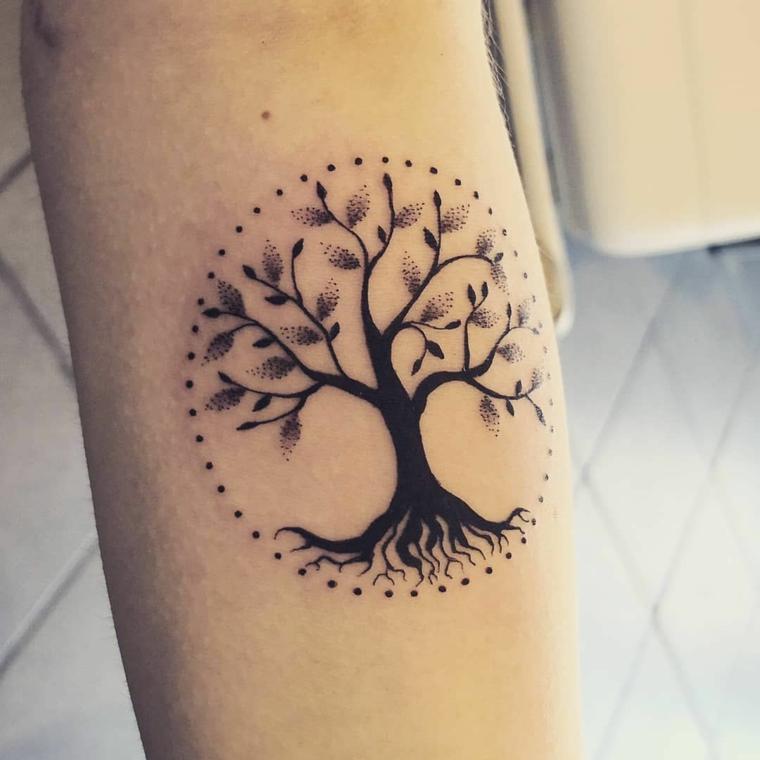 tatuaggi avambraccio donna disegno tattoo albero della vita cerchio puntini