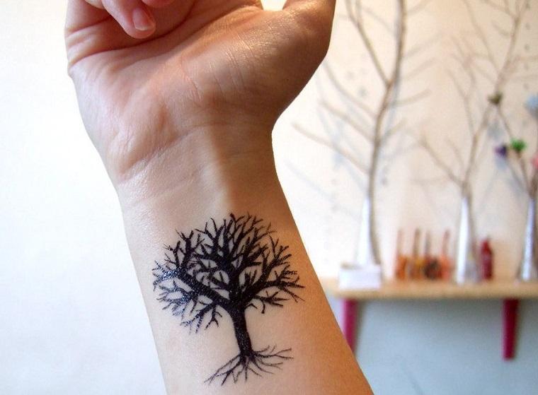 tatuaggi polso mano donna braccio disegno albero della vita femminile