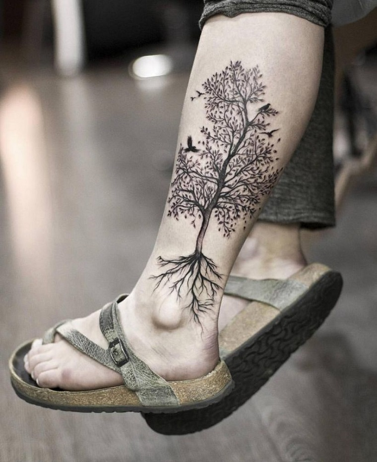 tatuaggio gamba caviglia donna tattoo albero della vita ciabatte