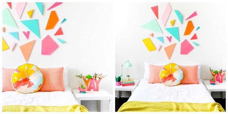 Come fare una testiera, parete decorata con pezzi di polistirolo dipinti, letto con cuscini
