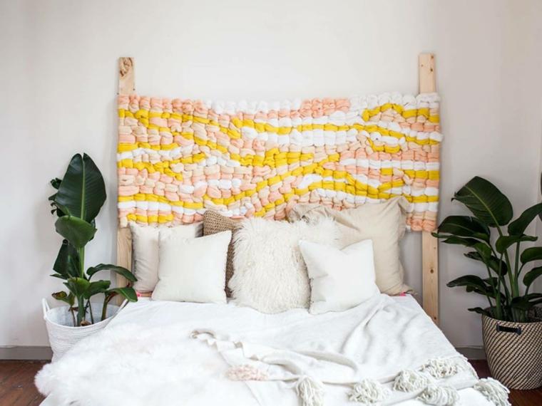 Testata del letto con fili di lana colorati, come fare testiera del letto