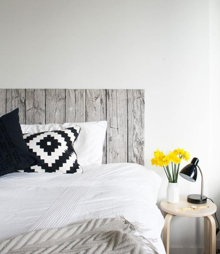 Testiera letto matrimoniale in legno, testata letto in pallet di legno, cuscini letto colorati
