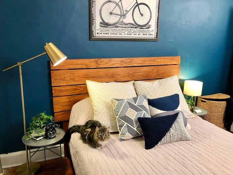 Come fare testiera del letto, camera da letto con pareti blu, testata del letto in legno