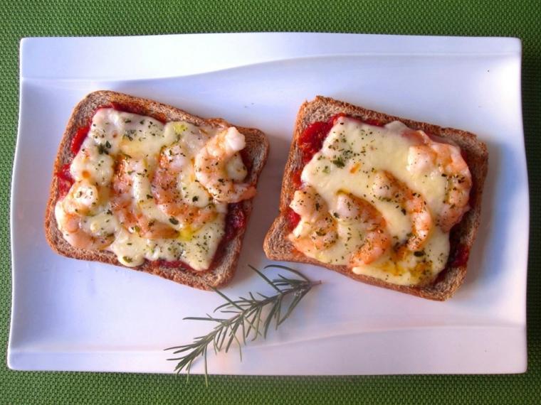 toast fette pane pomodoro idee per cena veloce e leggera gamberetti fomaggio fuso
