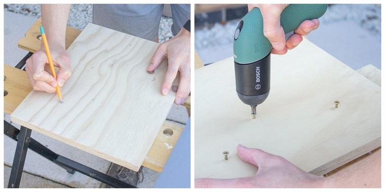 Creare con il legno, uomo che avvita dei chiodi con l'avvitatore elettrico