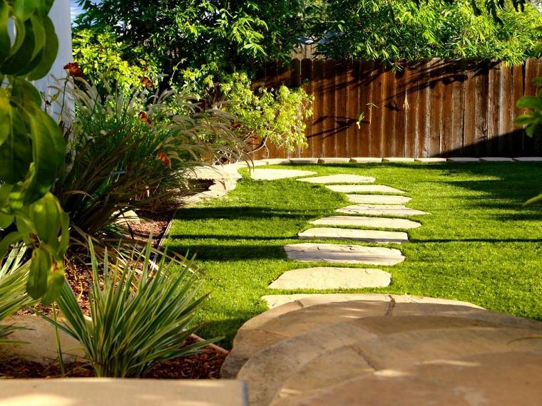 ashley farrell design cordoli in cemento per aiuole sentiero camino pietra erba verde prato piante