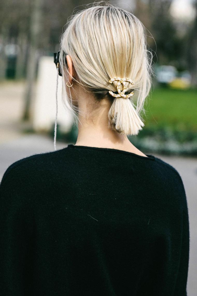 accessori capelli chanel taglio capelli medio lunghi colorazione biondo donna