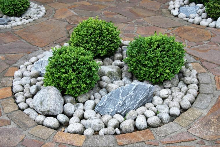 aiuole con sassi pietre erbacee piante foglia verde mattonelle giardino esterno
