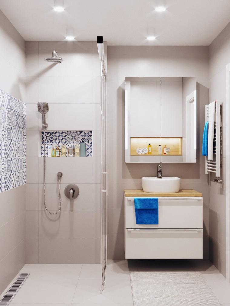 bagni moderni con doccia maioliche nicchia lavabo mobile specchio faretti soffitto