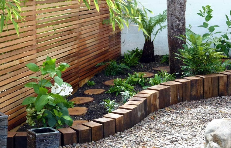 bordure per aiuole fai da te tronchetti legno piante fiori alberello giardino