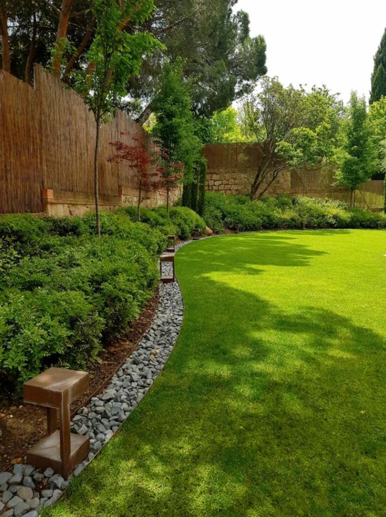 bordure per aiuole in pietra ghiaia da giardino erbacee erba prato verde