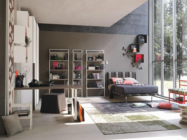 camera tumblr ragazza letto grigio libreria mensole armadio scrivania finestra