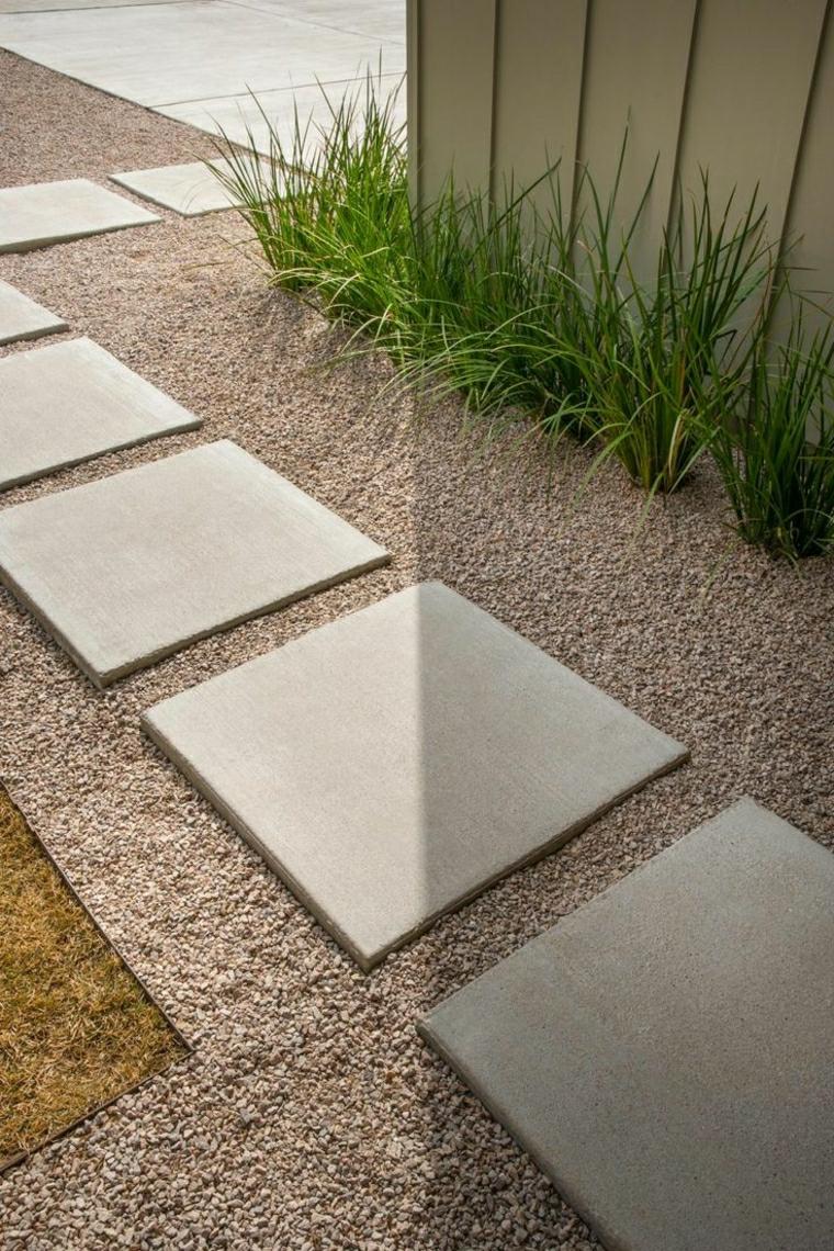 camino giardino piastrelle grigie cordoli in cemento per aiuole piante foglia verde