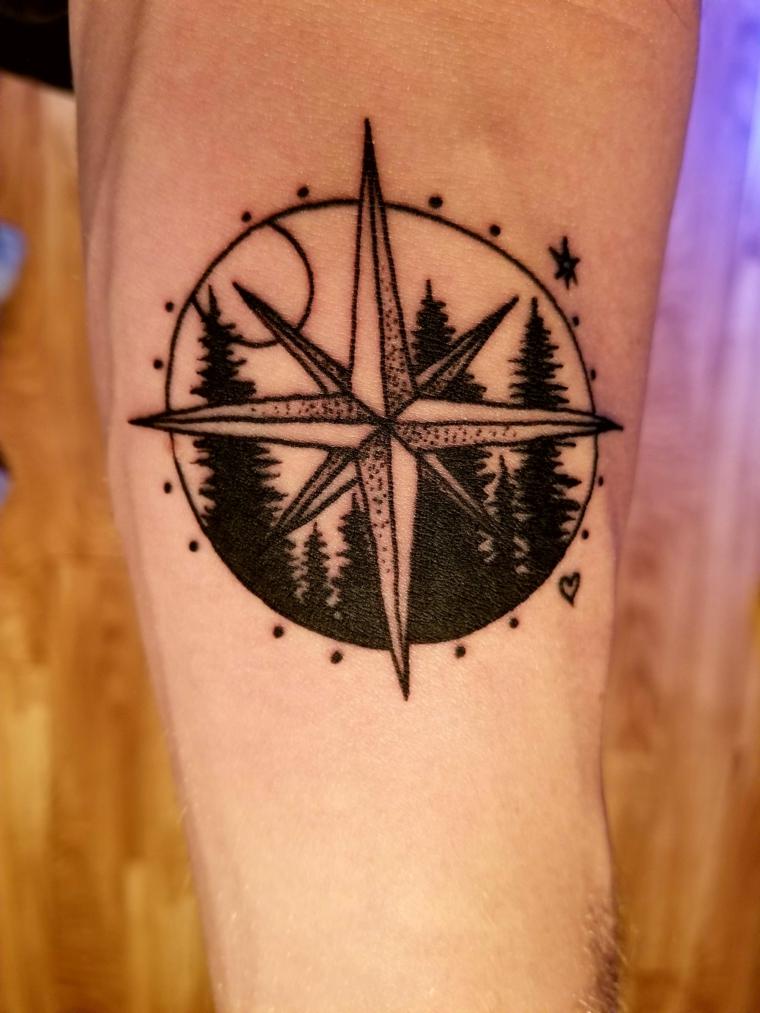 cerchio stella alberi foresta gamba tattoo significato rosa dei venti tatuaggio