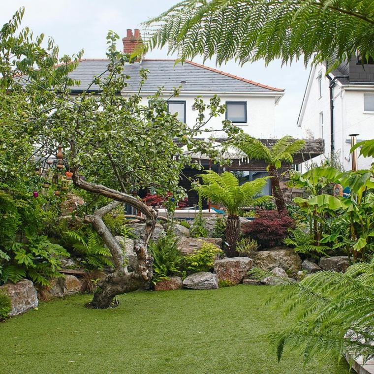 come abbellire un giardino con pietra sassi mattoni erba verde prato alberelli sassi