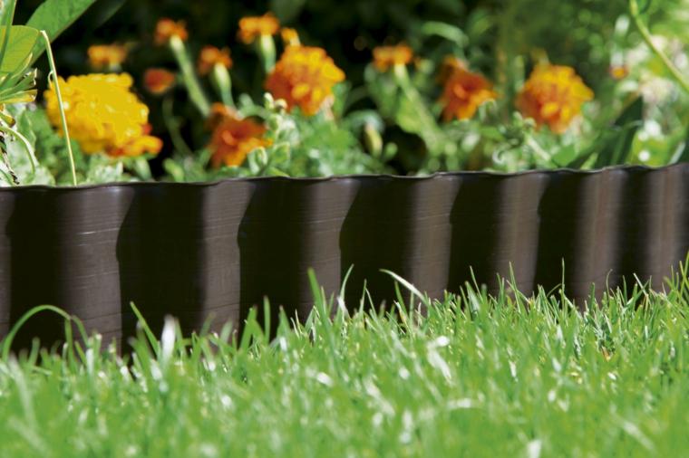 come abbellire un giardino con pietre aiuola fiori recinzione bordure plastica