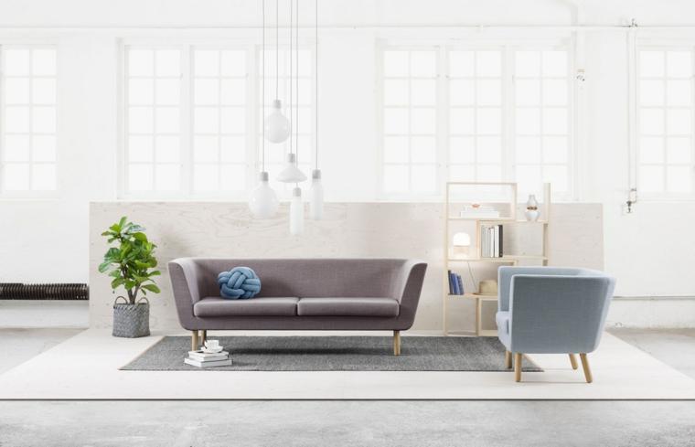come arredare il salotto divano grigio poltrona azzurra tappeto vaso piante da appartamento
