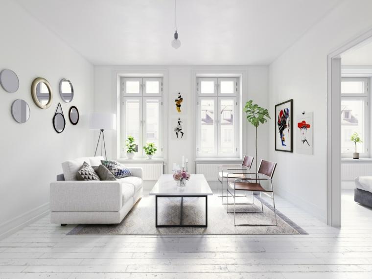 come arredare un salotto divano bianco tavolino finestra specchi sedie pavimento legno