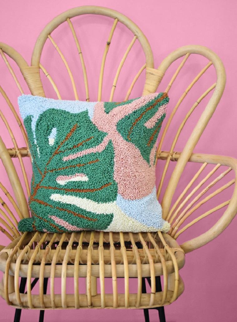 come cucire una cerniera in un cuscino motivi foglie monstera uncinetto lana