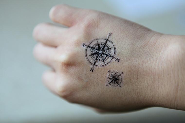 come disegnare la rosa dei venti tatuaggio temporaneo mano donna direzioni bussola