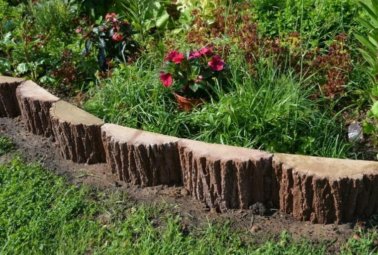 come posso abbellire il mio giardino pezzi legno tronchi erbacee piante foglia verde