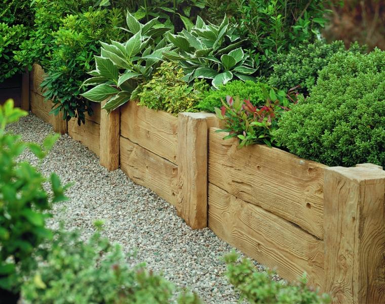 come posso abbellire il mio giardino recinzione aiuole legno piante succulenti