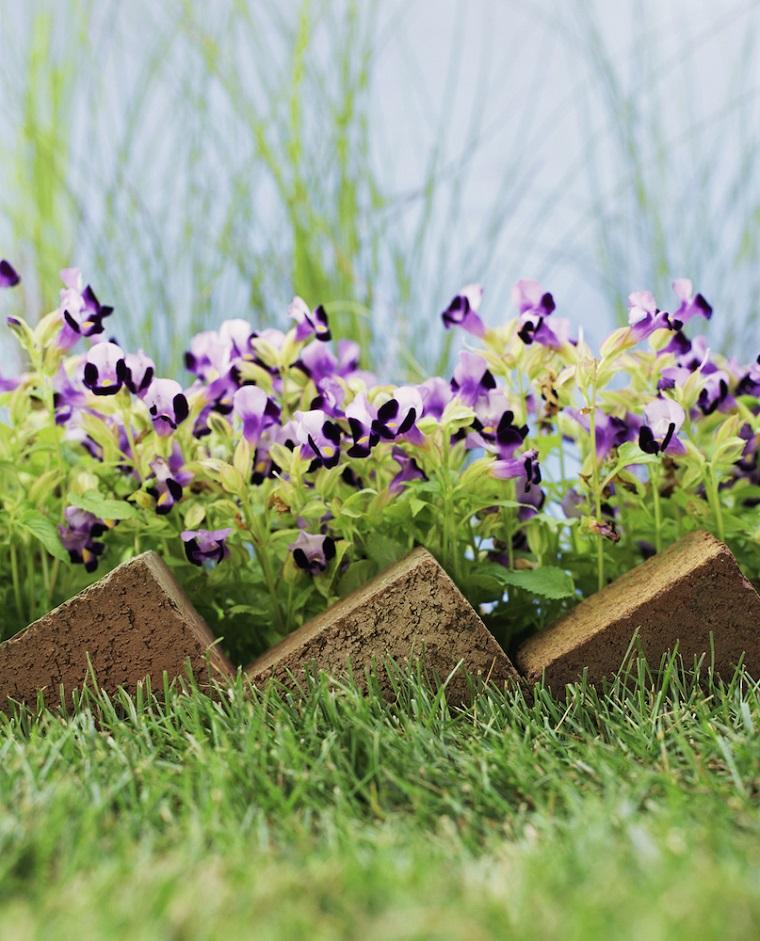 Cordoli per giardino piante fiori recinzione aiuola mattoni pietra argilla diagonale