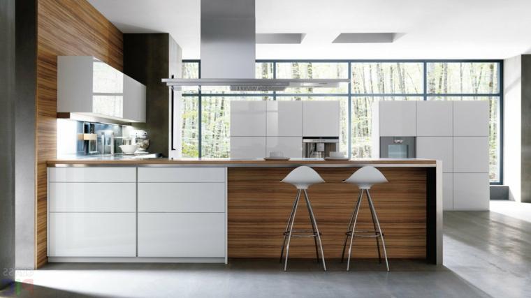 cucine classiche con frigo esterno mobili legno sgabelli alti cappa aspirante sospesa