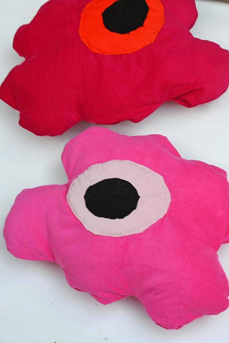 cuscinoi particolari fatti a mano design fiore tessuto rosa cuciture ovatta