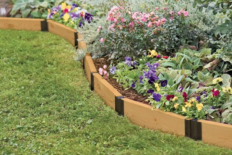 idee aiuole giardino fai da te legno piante fiori erba prato verde giardinaggio