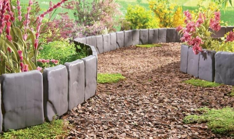 idee aiuole giardino fai da te plastica effetto pietra piante sentiero camino