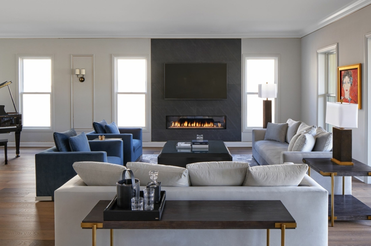 idee arredamento soggiorno divano grigio poltrone tavolino camino pareti finestre quadri